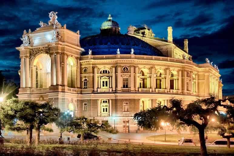 Одесский оперный театр считается вторым по красоте в мире после Ла-Скалы.