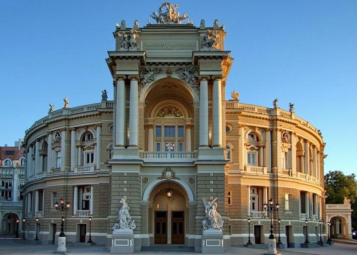 фото Где купить билеты в оперный театр Одессы